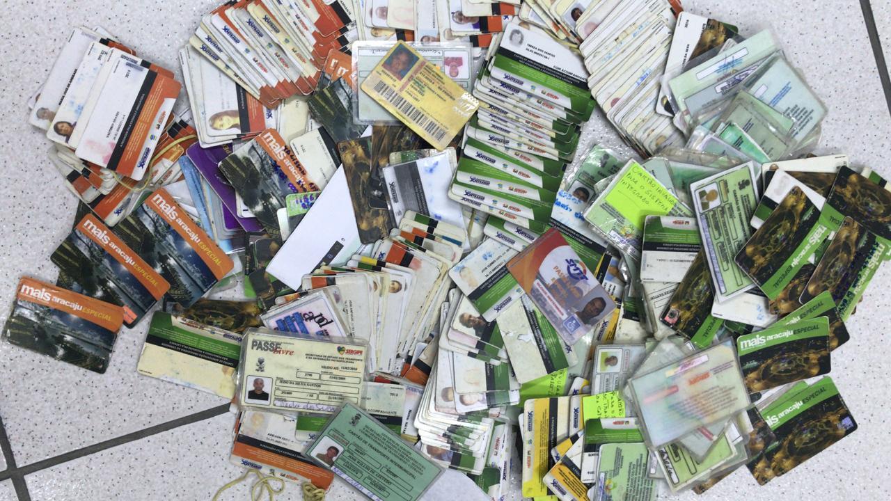 Diversos cartões falsos espalhados
